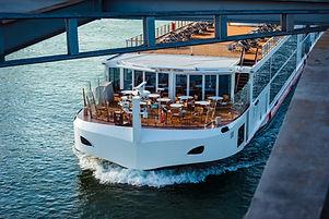 Ferry sur l'eau