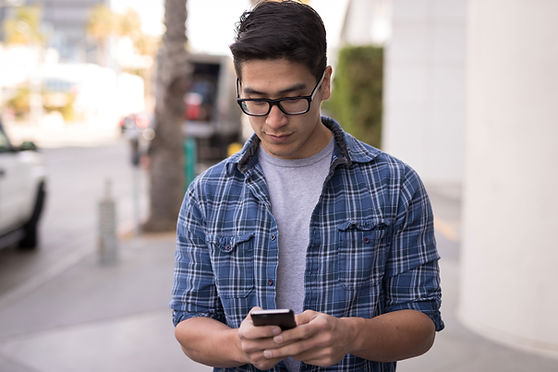 Hombre en celular
