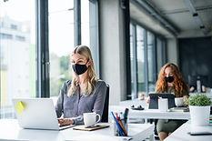 Distancia social en la oficina