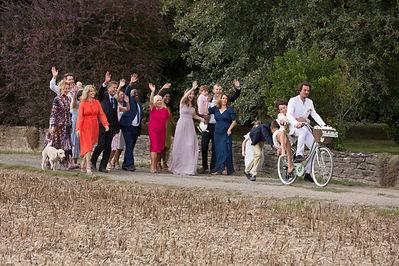 Jungvermählten auf Fahrrädern