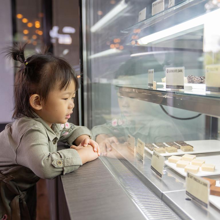 洋菓子の店頭接客販売、及びイートインでの接客対応