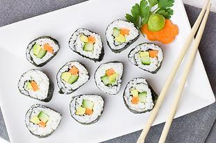 Sushi på tallriken