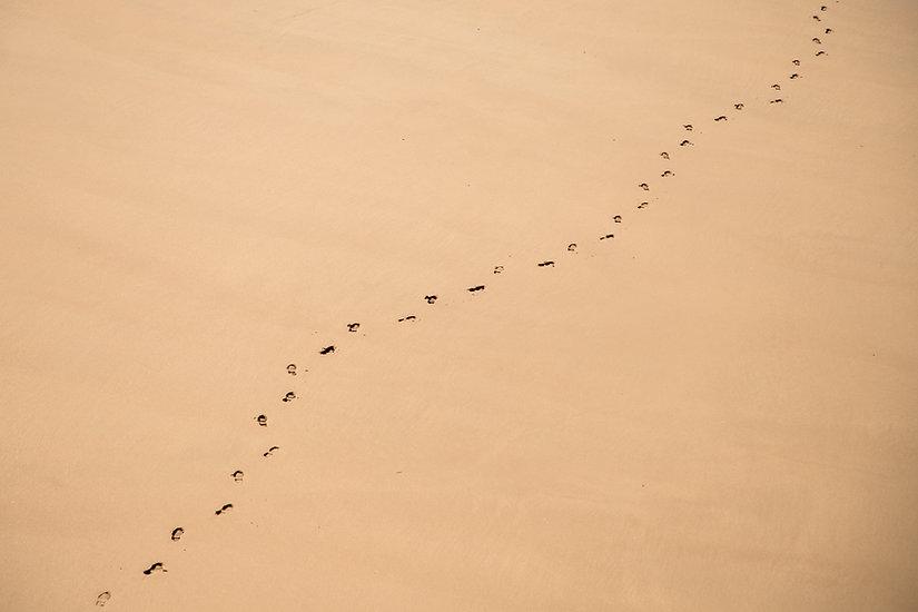 Traces de pied sur le sable