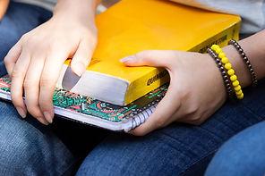 Livro e caderno escolar