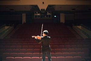 バイオリン演奏者