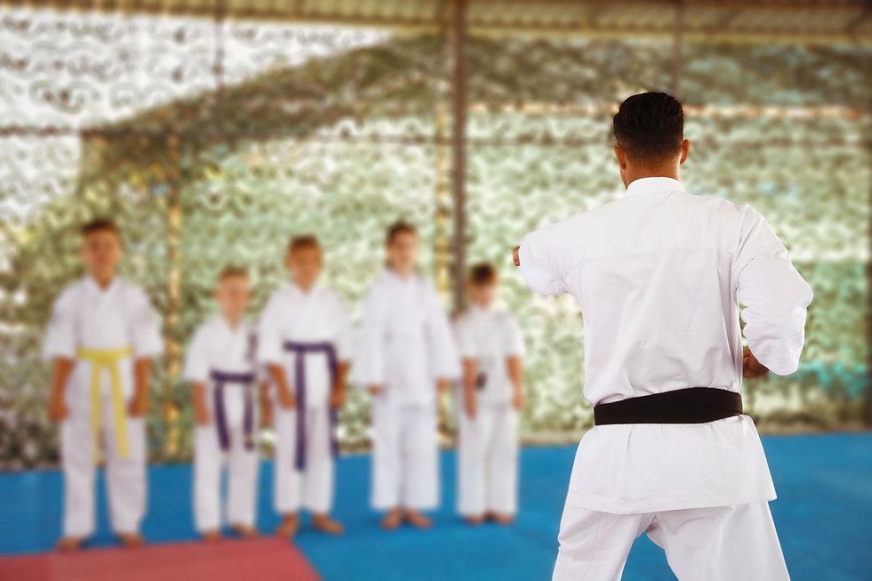 Karate-Klasse im Freien