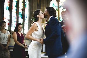 Casal no altar