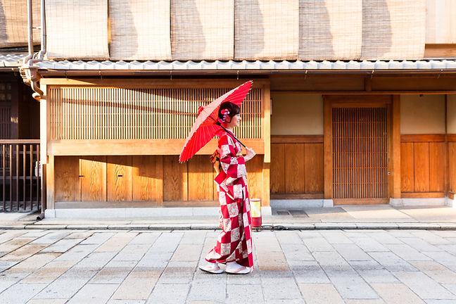伝統的な赤い着物