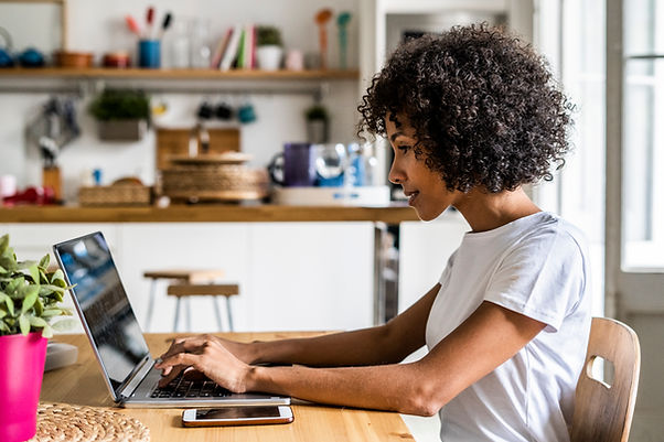 Woman on laptop for with her Illinois online therapist. You can get online therapy in chicago, il with an online counselor. It's important to find a good fit for online therapy for moms in Illinois.