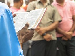 Mês da Bíblia: Escutar e viver a Palavra de Deus