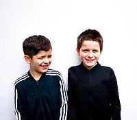 Jongens in het zwart
