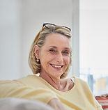 年配の女性の笑顔