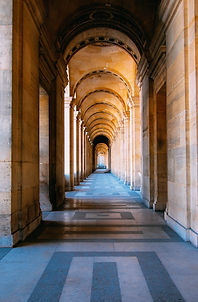 Flur mit Säulen
