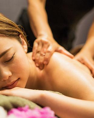Massagem relaxante nas costas