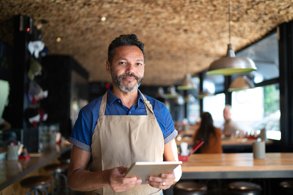 Service serveur cuisinier commis chef entrepreneur restauration