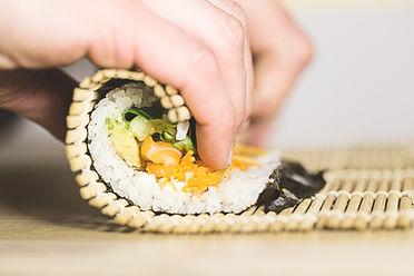 Fazendo Sushi Roll