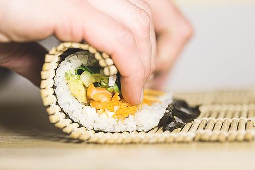 Faire un rouleau de sushi