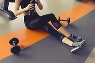 Mujer en gimnasio