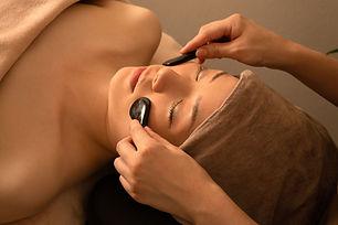 Entspannende Gesichtsbehandlung