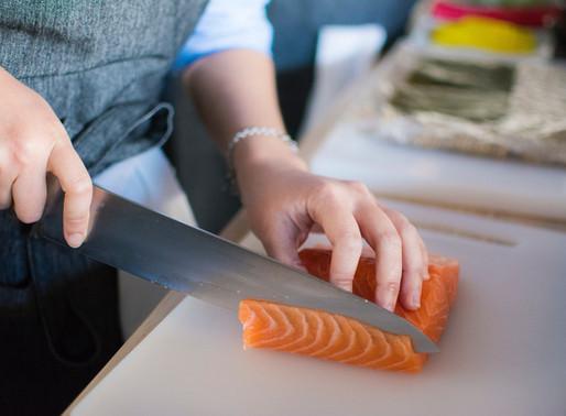 Ensalada de cuscús, frutos secos, naranja y salmón ahumado