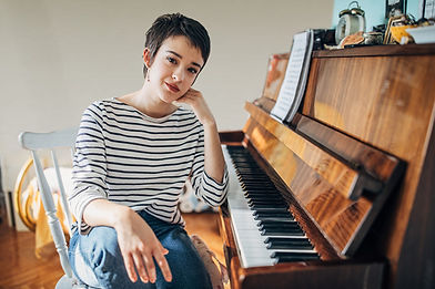 Profesor de piano joven