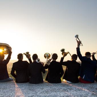 Am Strand zur Musik einer Live-Band die Hüften schwingen? Für Ihre Veranstaltung in Italien finden wir passende Künstler & Entertainment   Firmenveranstaltung Italien