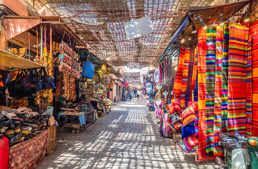 באב מרקש שוק אוכל מקומי שכמעט ולא רואים בו תיירים. הוא ממוקם במרכז העיר ובו תוכלו לחוות חוויה אוטנטית מרוקאית שוק אמיתית עם אוכל רחוב טעים בטרוף