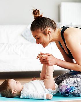Mutter und Baby trainieren