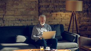 5 reasons seniors should keep up with technology