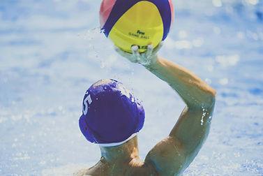 Wasserball spielen