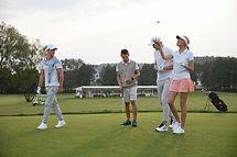 Freunde, die Golf spielen