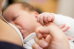 Πόση ώρα πρέπει να θηλάζει ένα νεογνό; Παιδίατρος Κωνσταντέλος
