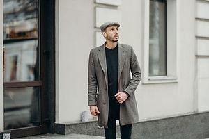photographie de mode d'un homme classe . Authentique Mode
