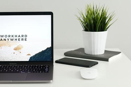 デスク上のMacBookPro