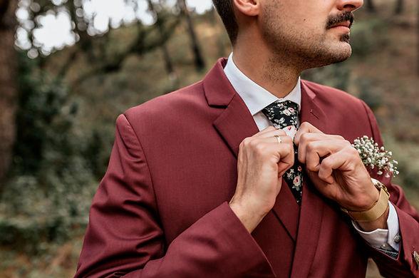 Adjusting Necktie