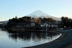 富士山湖畔の街並み