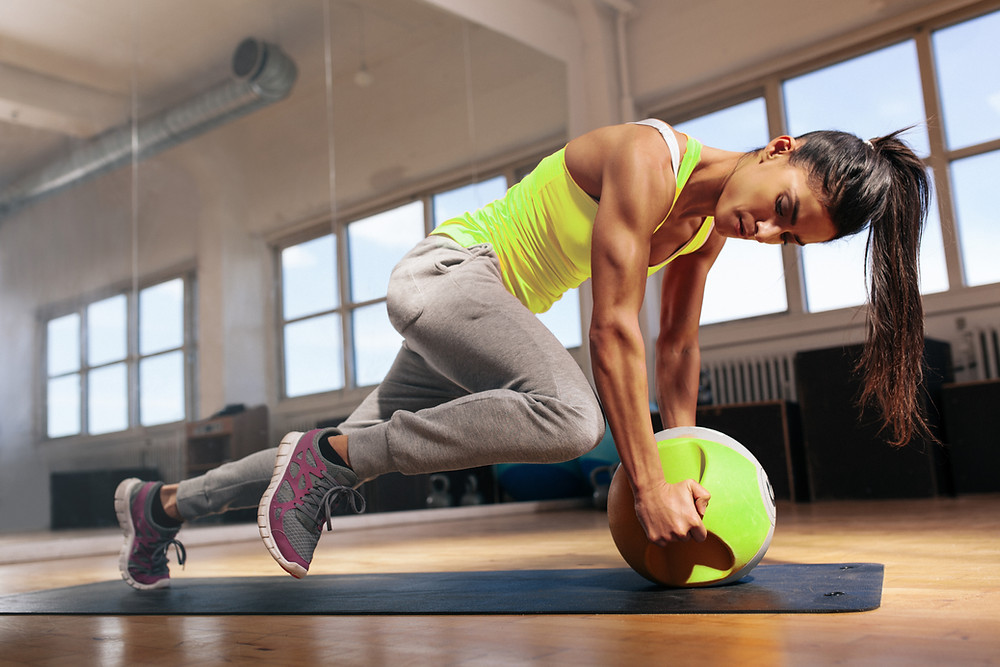 a woman taking part in a whole-body 30 minute workout which involves cardiovascular, strength and muscular endurance exercises.