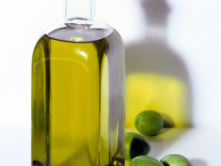 OLIVE OIL PACKS EXTRAORDINARY BENEFITS FOR YOUR HAIR