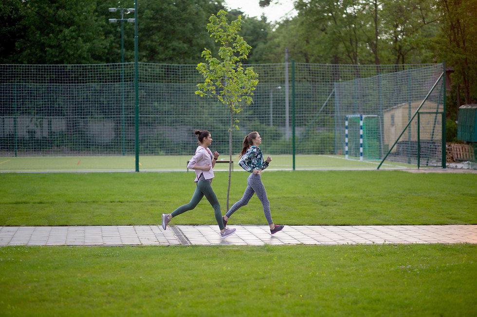 公園を走る