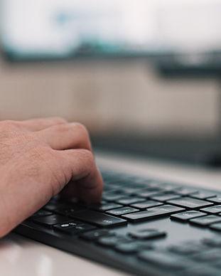 Tippen auf einer Tastatur