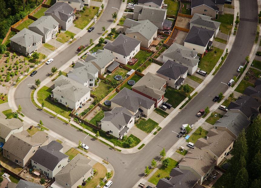 Vista aérea da rua suburbana