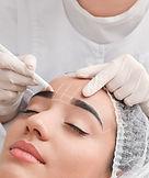 Maquiagem permanente de sobrancelhas em