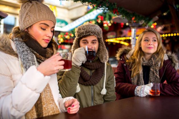 Wintertee auf dem mobilen Weihnachtsmarkt to go