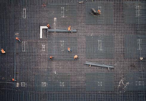 建設現場のパイプ