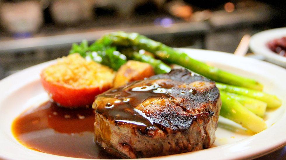 Choice Steak wIth Steamed Asparagus & Glazed Peaches