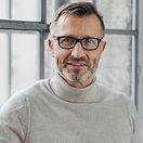眼鏡の成熟した男