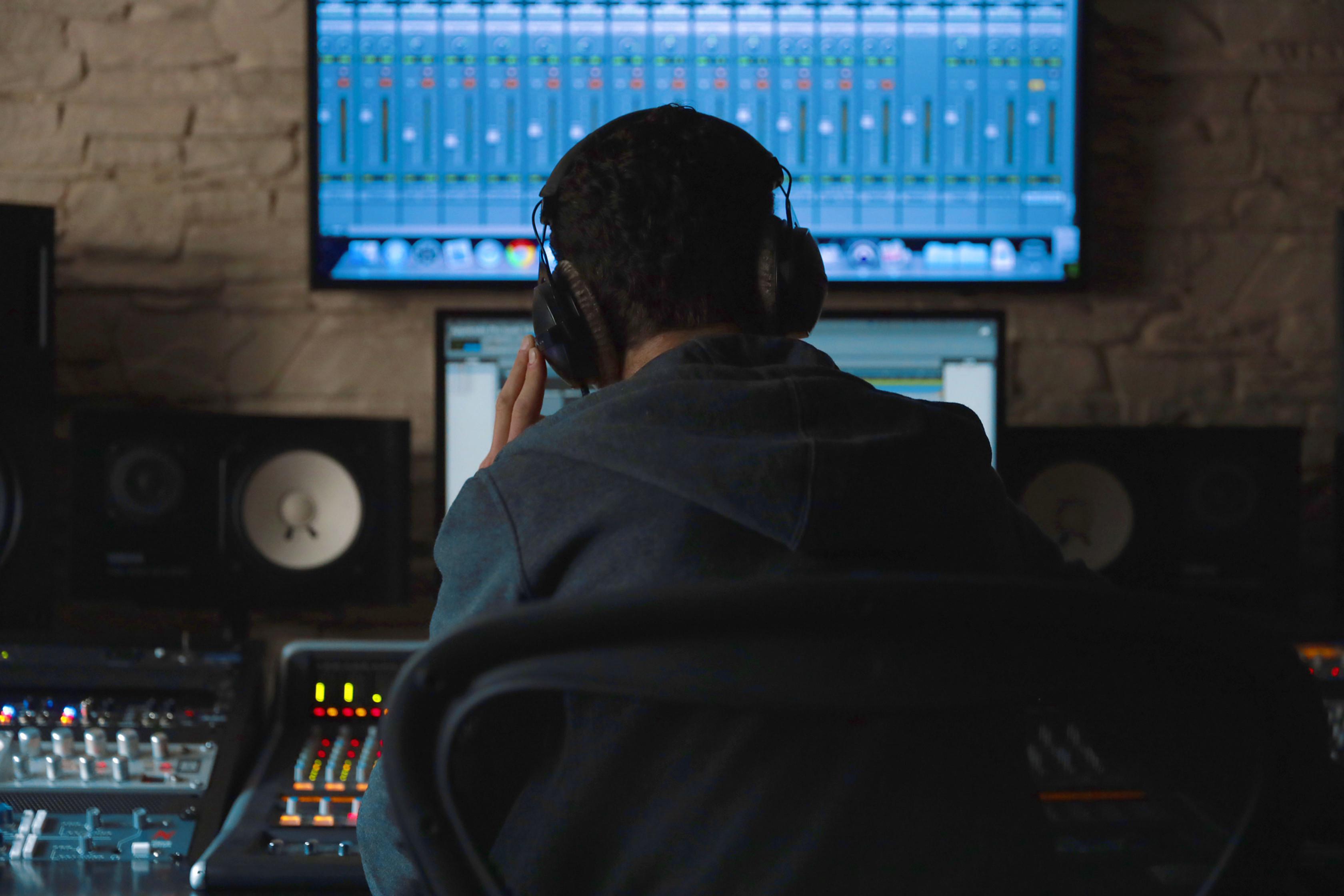 DJ (Mixing) Workshop for Kids & Parents