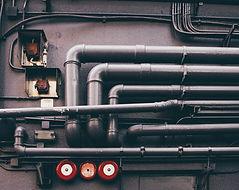Red de tuberías de metal