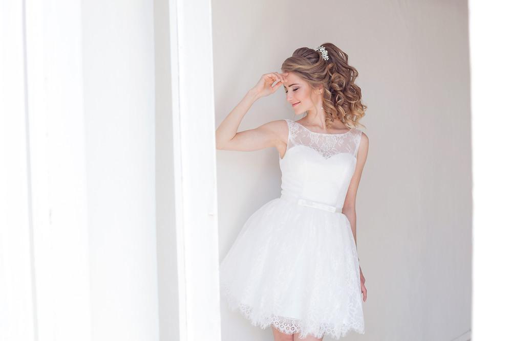Robe de mariée courte et moderne