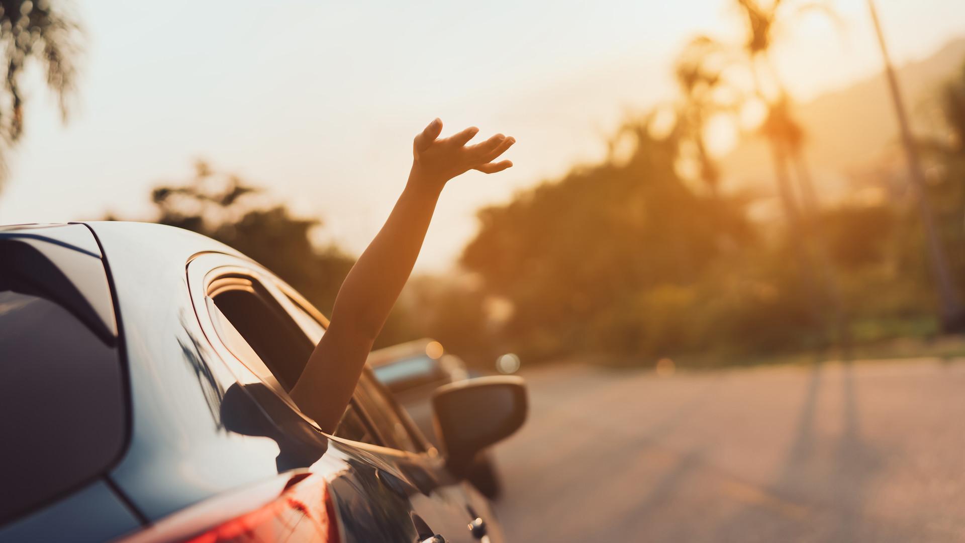 Voiture avec Chauffeur transferts aeroport gare, Luxe Prestige Avignon / Avignon TGV, Carpentras, Chateauneuf du Pape,Crillon le Brave, Bedoin / Mont Ventoux, Gordes, Beaumes de Venise, Vacqueyras, Gigondas, Vaison la Romaine, Mont Ventoux.png